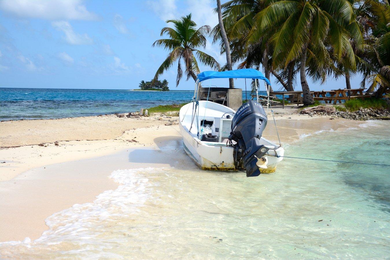 Belize - Silk Caye a Snorkeling Paradise