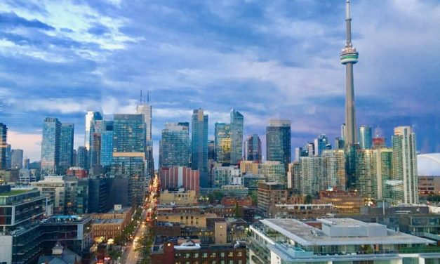 5 Tips For Visiting Toronto's CN Tower